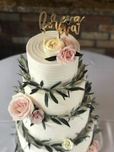 Wedding cake, buttercream, custom, summer