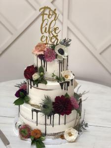 Wedding cake, naked cake, semi-naked cake, chocolate drip, flowers, cake topper