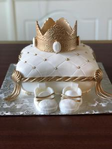 Baby shower, cake, sculpted cake, pillow cake, fondant, crown, prince